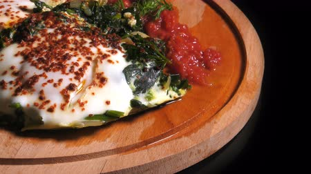 fehérjék : Spinach with Eggs Stock mozgókép