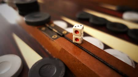morrer : Dices on Backgammon board