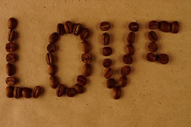 Stop motion word love from coffee beans Wideo