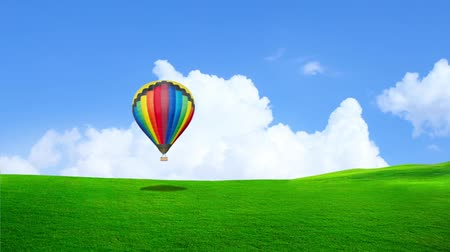 levegő : Moving Hot Balloon on the green grass field with moving cloud