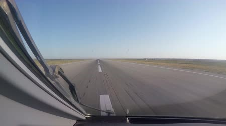 взятие : aircraft takeoff from the airport, the view from the cockpit Стоковые видеозаписи