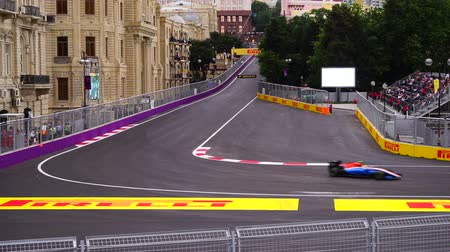 formuła : BAKU, AZERBAIJAN - MAY 17, 2016: Formula One race car on desert circuit - finish line Wideo
