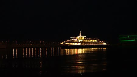 Passenger pleasure boat stands at the pier at night Wideo