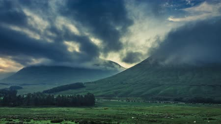 coe : Stunning foggy dawn over the mountains of Glencoe in Scotland, 4k, timelapse Stock Footage