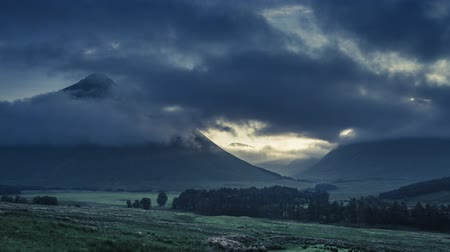 coe : Foggy dawn over the mountains of Glencoe in Scotland in summer, 4k, timelapse