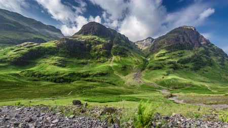 coe : Stunning green mountains of Glencoe in Scotland in summer, 4k, timelapse