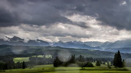 Словакия : Storm with rain over Tatra Mountains in summer, Poland, Timelapse