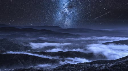 astro : Milky way over flowing clouds in the Tatra Mountains, Poland