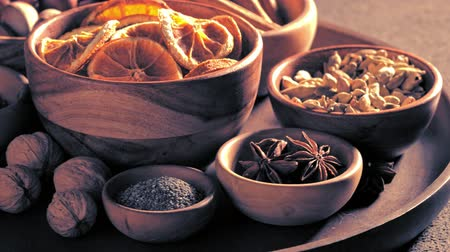 kardámom : Christmas spices in bowls on the table Stock mozgókép