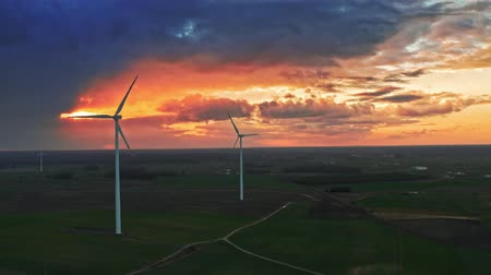 carvão gigante : Stunning aerial view of wind turbines on field with at sunset Vídeos