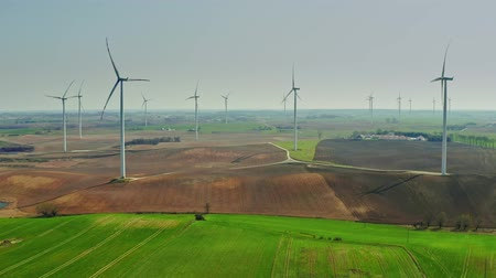 türbin : Large group of wind turbines on spring field on a sunny day