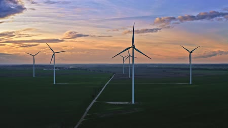 carvão gigante : Aerial view of stunning wind turbines at dusk, Poland