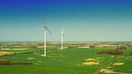 carvão gigante : Burned wind turbines with blue sky on a green field, aerial view Vídeos
