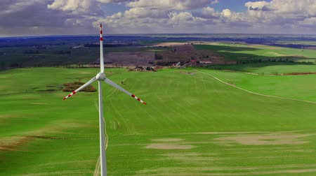 устойчивость : Aerial view of wind turbines as alternative energy, Poland