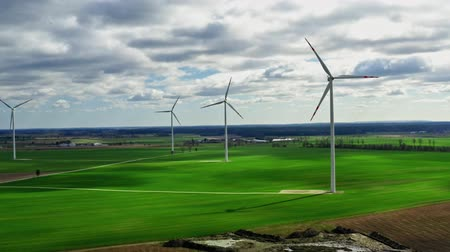 udržitelnost : Flying above big wind turbines as alternative energy, Poland