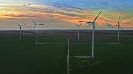 carvão gigante : Aerial view of wind turbines at dusk in Poland