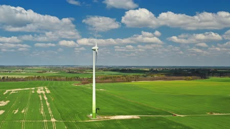 carvão gigante : Aerial view of wind turbines on the field in spring, Poland Vídeos