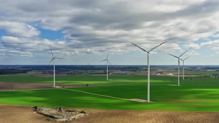 carvão gigante : Aerial view of wind turbines in spring, Poland