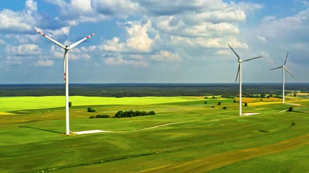 udržitelnost : Wind turbines on green field in summer, aerial view in Poland Dostupné videozáznamy