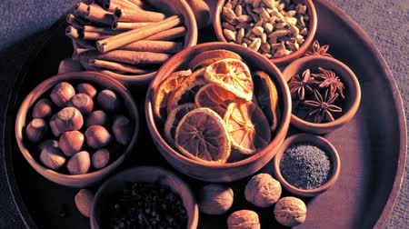 kardámom : Top view of spices in bowls spinning on the table
