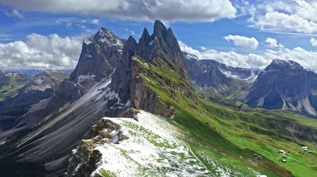 dolomit : Areal view of Seceda in South Tyrol, Dolomites