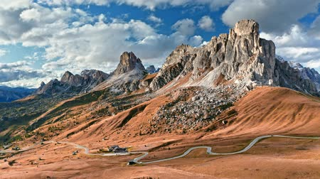 ドロミテ : Aerial view of Passo Giau in autumn, Dolomites, Italy