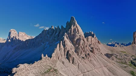 majestoso : Monte Paterno in Dolomites, view from above Stock Footage