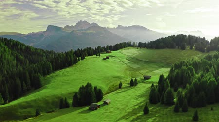 dolomit : Alpe di Siusi at sunris in Dolomites, view from above