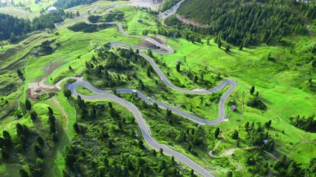 dolomitok : Aerial view of serpentine at Passo Gardena, Dolomites