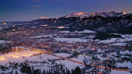 국가 랜드 마크 : Aerial view of Zakopane at dusk in winter, Poland