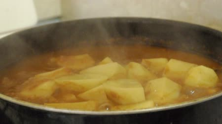 Cooking potatoes Stok Video