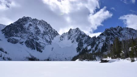 mrożonki : Wide angle time lapse over frozen Colchuck Lake and Dragontail Peak during early Spring 2017 in Cascade Mountains in Washington, USA Wideo
