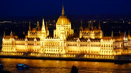 budapeste : Amazing night view river Danube - Parliament in Budapest, Hungary Vídeos