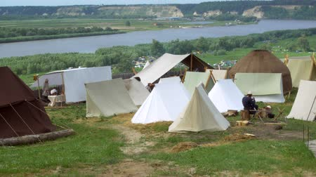 civilní : Colonization of the wild west of america. Camp on the river bank