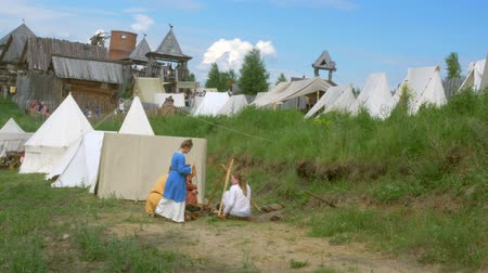 civilní : Life of Civilian People at Village. Medieval Reenactment. Dostupné videozáznamy