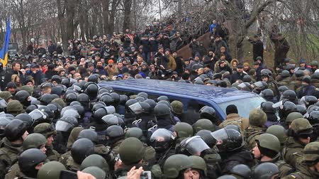 castração : Ukraine. Kiev. December 5, 2017. people rebel against power. Collisions of people with the police. Protest against the detention of Saakashvili.