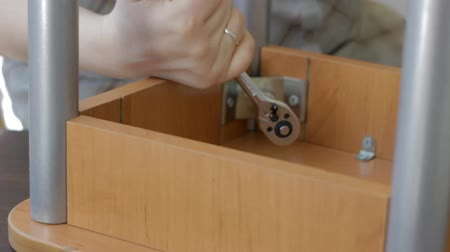 tabouret : Furniture assembly with socket wrench