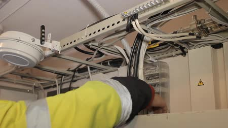instalações : Installation of fiber-optic means not only cabling and connection to the equipment, but also the special measurements of conductivity instrumentation and welding connection nodes. Vídeos