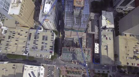 luksus : 4k aerial drone sview on big modern urban city with tall skyscrapers under construction site with cranes on top