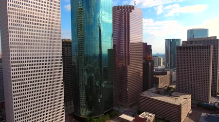 uzun boylu : Aerial 4k beautiful panorama view on tall skyscrapers and towers in modern financial district architecture of Houston Stok Video