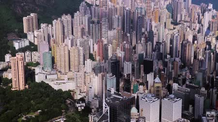 aerial drone footage of rooftops and streets in the densely populated Kowloon area in Hong Kong, one of Asias most iconic modern cities. Stok Video