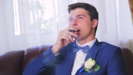 zengin : the man with the cigar blows smoke Stok Video