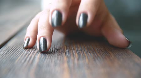 lakier do paznokci : fingers with black manicure close-up