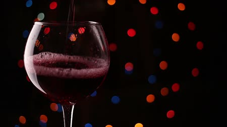 sparkling drink : pouring wine into glasses. Flashing background