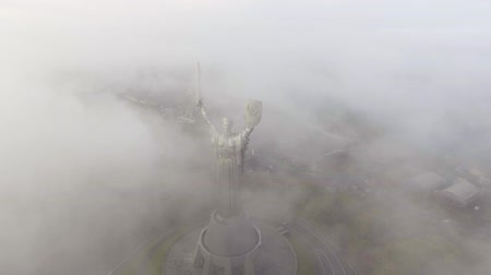 heykel : KIEV, UKRAINE October 18, 2017: Aerial view. Monument of World War II. Stok Video