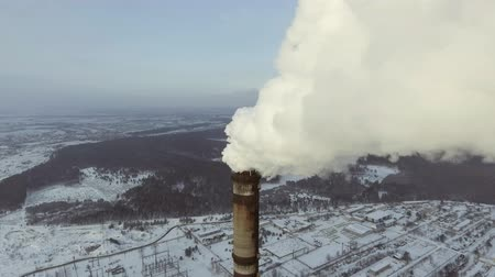 termal : Flying over the large pipe plant for the production of thermal energy Aerial. Breathtaking Aerial Flyover Of Factory, Smoke Stack, Industrial Energy plant. Stok Video