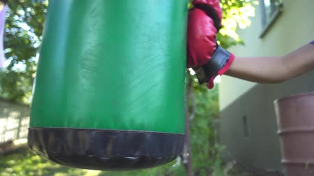 mocný : Boxer punching bag, on the outdoor. Slow motion sequence.