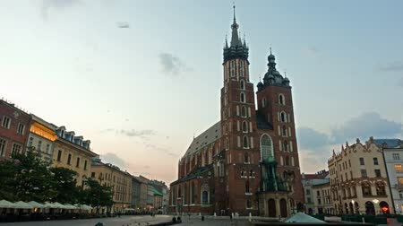 municipio : Piazza del mercato di Cracovia, Polonia, Time lapse, sunrise
