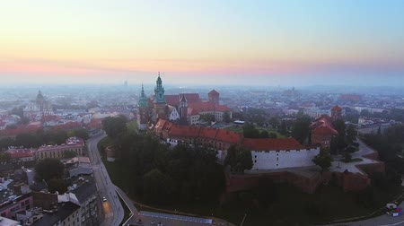クラクフ : Krakow, Poland. Wawel royal Castle and Cathedral, Vistula River.