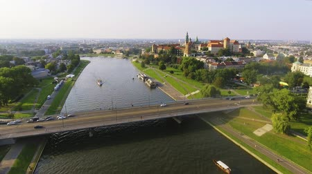 bastião : Krakow, Poland. Wawel royal Castle and Cathedral, Vistula River. Aerial Vídeos